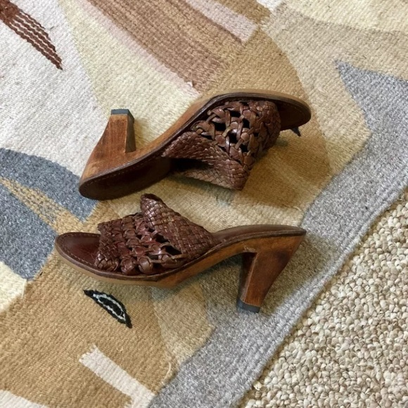 Vintage Shoes - 70s Leather Wooden High Heel House Of Pierre 7.5